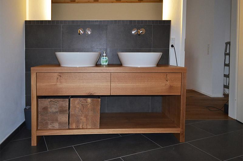Wir Stellen Maßgeschneiderte Holzmöbel Her, Die Der Größe Ihres Badezimmers  Entsprechen. Mit Einer Speziellen Oberflächenbehandlung Verschließen Wir  Die ...